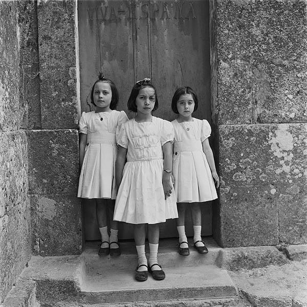 Pilar, Maribel y Lola, San Martiño de Figueroa, 1960 © Virxilio Vieitez, Vegap, 2013