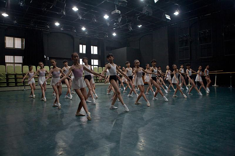 Daxin Wu Bailarina joven / Young Dancer, 2011 © Daxin Wu