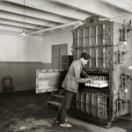 Máquina esterilizadora de biberones de la Casa Provincial de la Maternidad y Expósitos.Barcelona, c.1918 © Brangulí / ANC, 2010