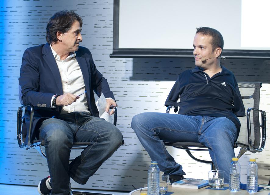 El periodista Raúl Ruiz charla con Javier Hernández sobre deporte y superación