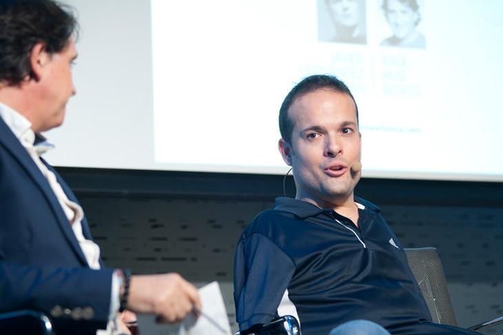 Javier Hernández, periodista, deportista paralímpico y autor del libro 'De los pies a la cabeza'