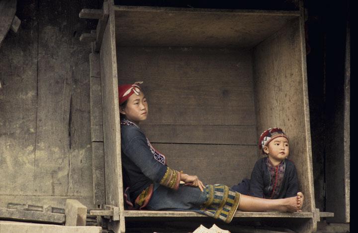VIET#2: Madre y niño, H´Mong-Sapa, Vietnam, 2005. ©VWD