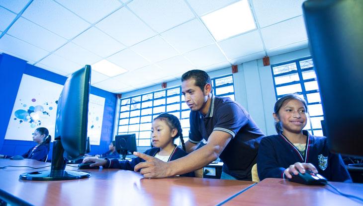 aulas_telefonica_ecuador