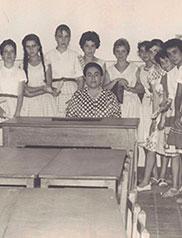 Doña Angelita con sus alumnas (archivo de sus herederos)