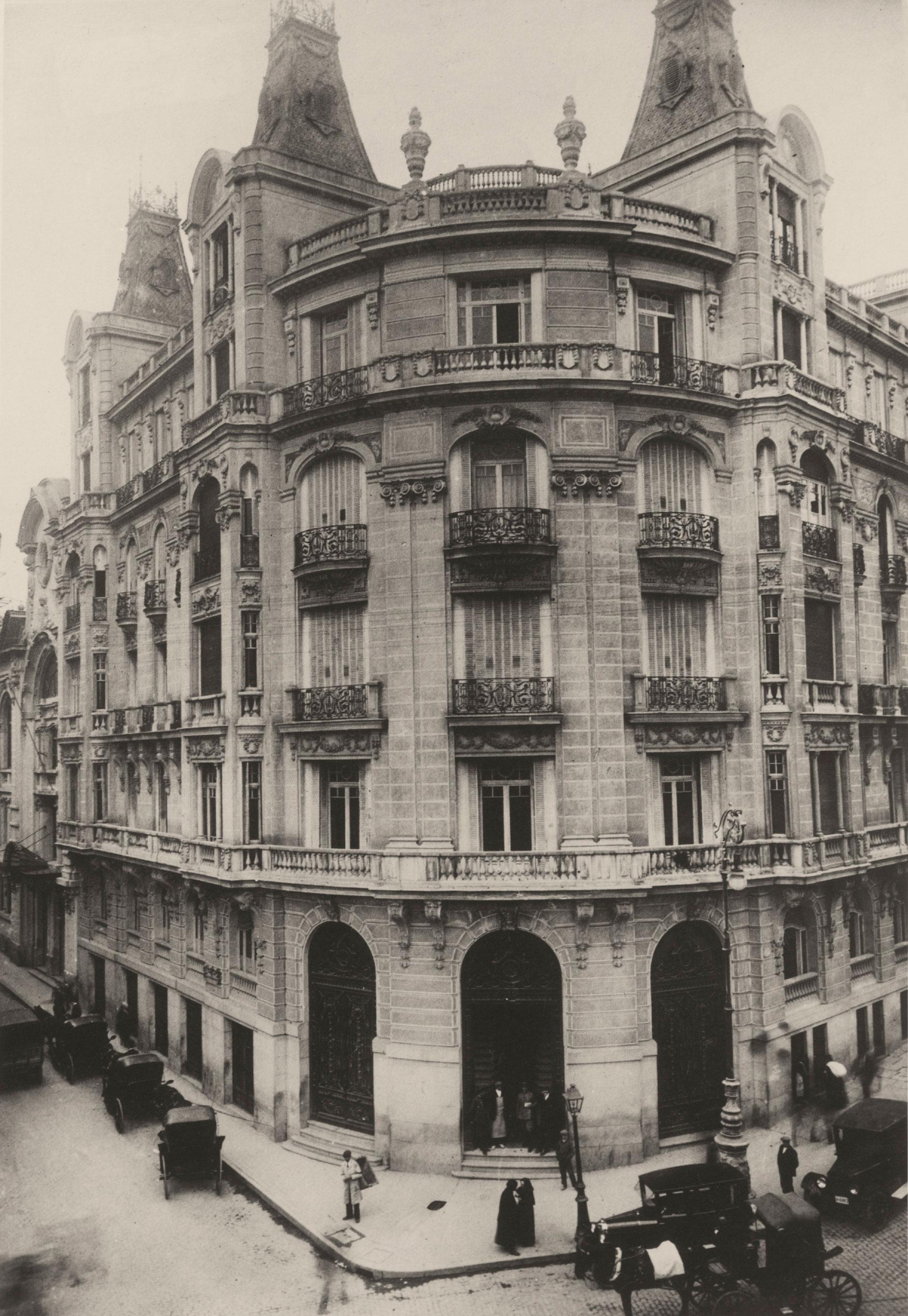 Anónimo, 1924. Primera oficina de Telefónica en la Plaza de las Cortes. Madrid.