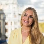 Berta Collado es licenciada en periodismo y máster en comunicación televisiva. Ha pasado los últimos doce años de su vida entre platós, rodajes y bambalinas.