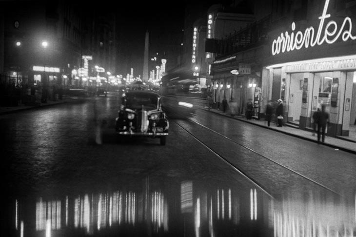 Horacio Coppola. Calle Corrientes esquina Uruguay, 1936