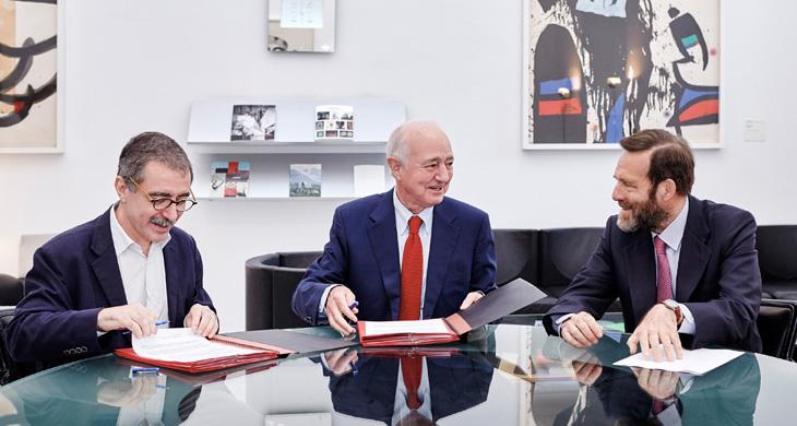 (De izquierda a derecha) Manuel Borja-Villel, director del Museo Nacional Centro de Arte Reina Sofía; Emilio Gilolmo, vicepresidente ejecutivo de Fundación Telefónica, y Guillermo de la Dehesa, presidente del Patronato del Museo.