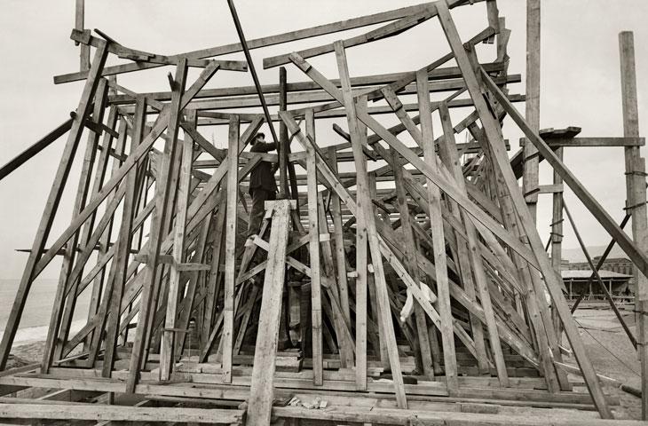 Construcción del Mirotres. Astilleros de Malgrat de Mar hacia 1917. © Brangulí / ANC, 2016 Imagen cortesía Fundación Telefónica