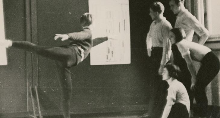 Folkwangschule. Curso de danza por Sigurd Leeder. Aprendizaje de una coreografía según la notación Laban. Fondation SAPA, fonds Sigurd Leeder.