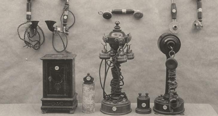 Anónimo, 1926. Enseñando al público el manejo del automático. Santander.