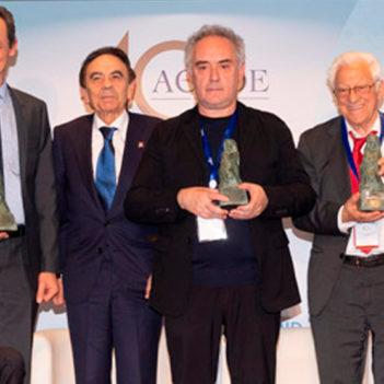 Teresa Perales y Ferran Adrià, reconocidos con los Premios 'Educación y Libertad' de ACADE