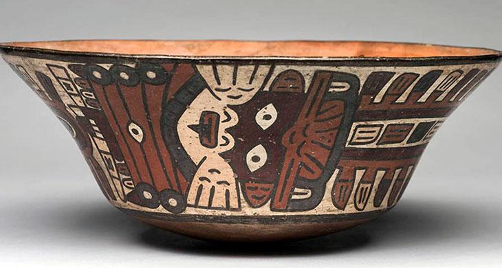 Nasca (200 a.C.-650 d.C.) Taza con diseños del ser mítico antropomorfo Museo de Arte de Lima. Donación Memoria Prado