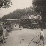 Gaspar, 1926. Autobuses pasando sobre la canalización en construcción en Barcelona