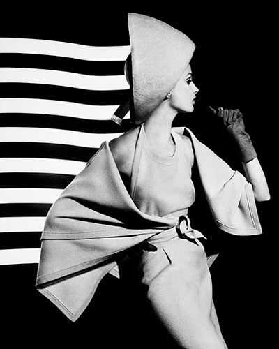 Dorothy + white light stripes, Paris 1962 ©William Klein