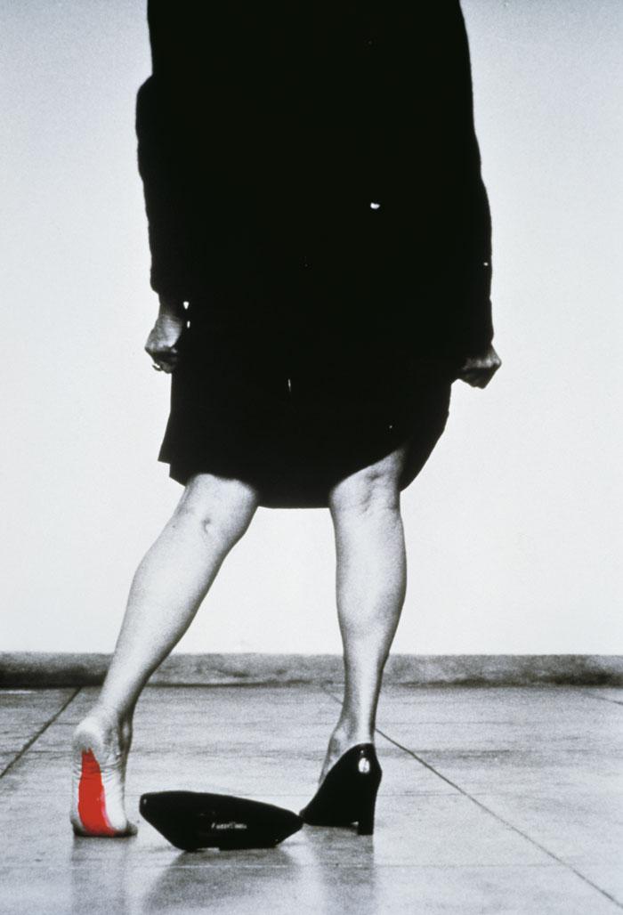 """Seduzir (#9)"" Helena Almeida, 2002"