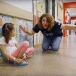 Voluntarios Telefónica ayudan a 'CurArte con Sonrisas' en pediatría del Hospital Clínico San Carlos