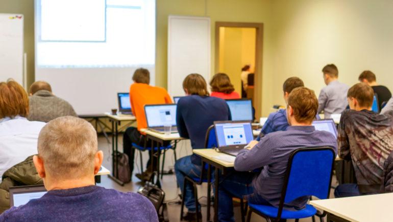 ¿Qué es la 'Alfabetización Digital' de Lanzaderas Conecta Empleo?