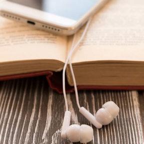 ¿Es lo mismo leer que escuchar?