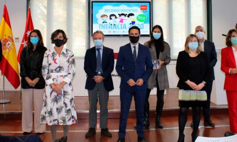 La Comunidad de Madrid premia la solidaridad de Fundación Telefónica