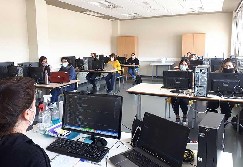Aula durante la formación en 'Programación Web'